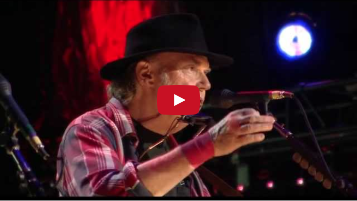 "Neil Young sings ""Old Man"" at Farm Aid in 2013"